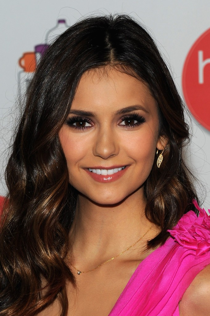 66248_Nina-Dobrev-Makeup-False-Eyelashes-KoNxrpqfUMNx-681x1024