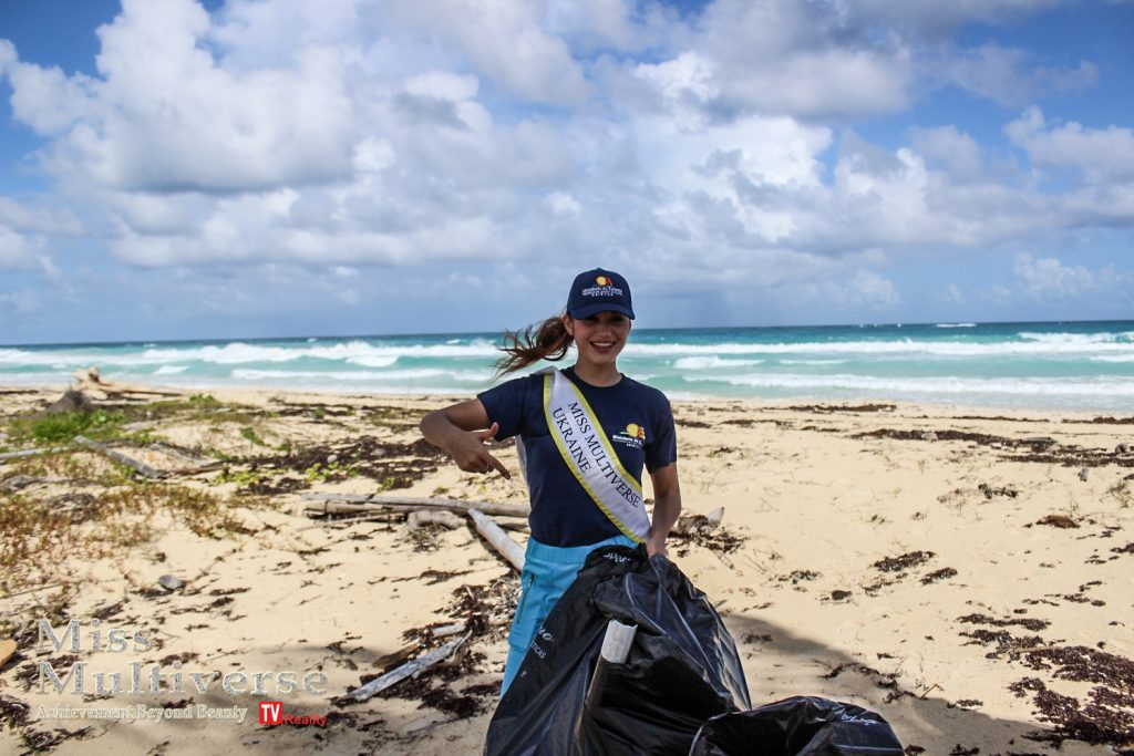 Miss Multiverse 2019 Beach Cleaning Ministerio de turismo republica dominicana